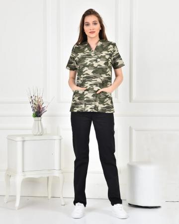Kadın Likralı Açık Kamuflaj Desenli Forma Üstü ve Lacivert Pantolon Takım